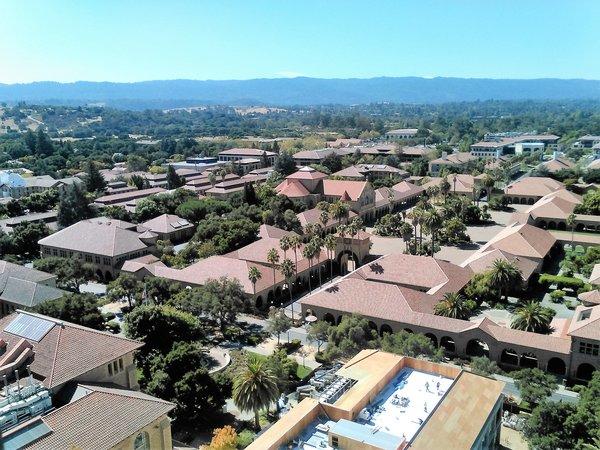 Blick auf die Stanford Universität vom Stanfort Tower