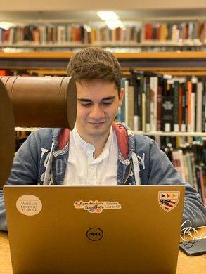 Während seines Semesters hat Yuri viel Zeit in einer der zahlreichen Bibliotheken der Columbia verbracht