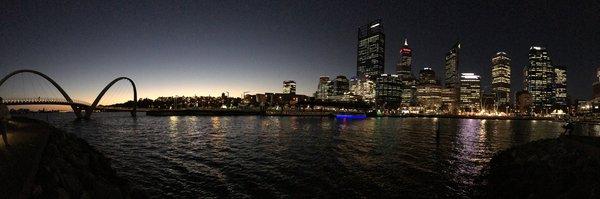 Perth bei Nacht