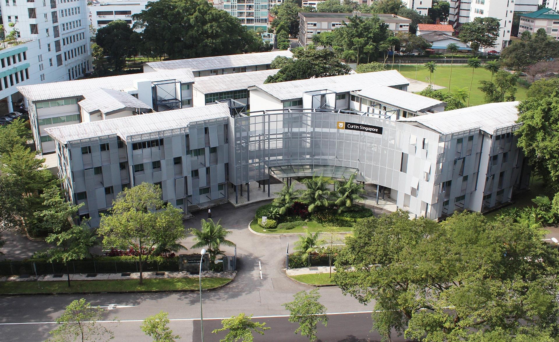 Anschluss für über 40 in Singapur